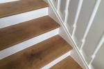 Altes Treppengeländer und Stufen der Villa wurden neu gestrichen